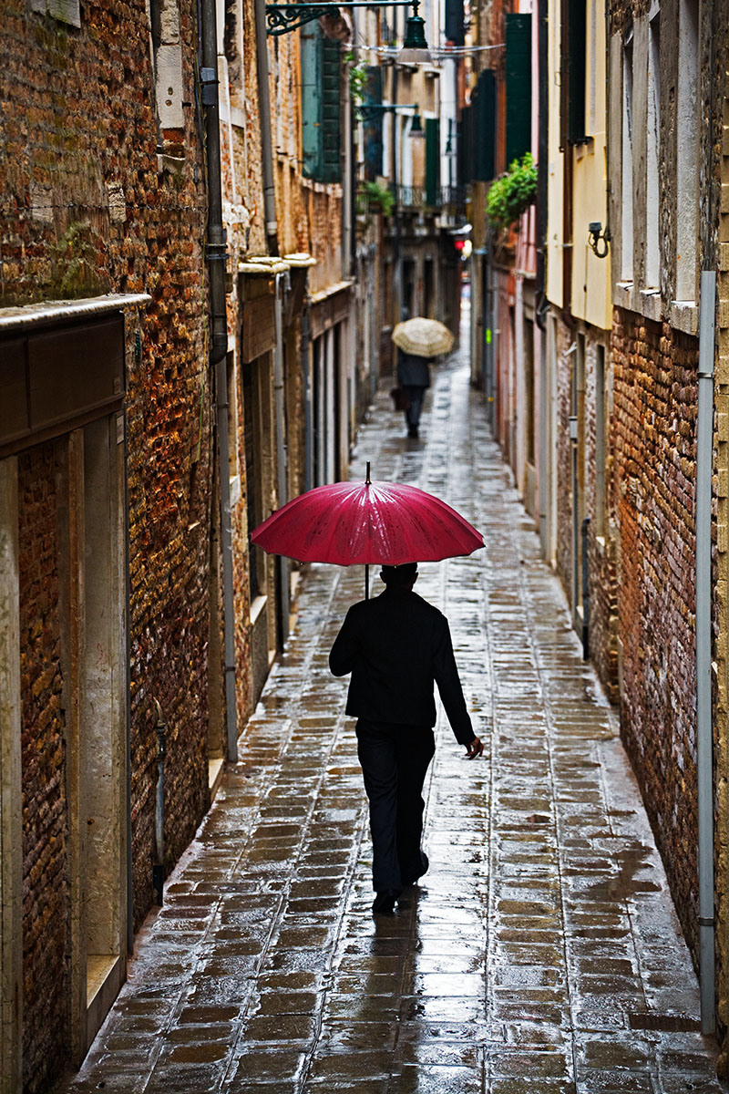Alley-Umbrellas-Venice