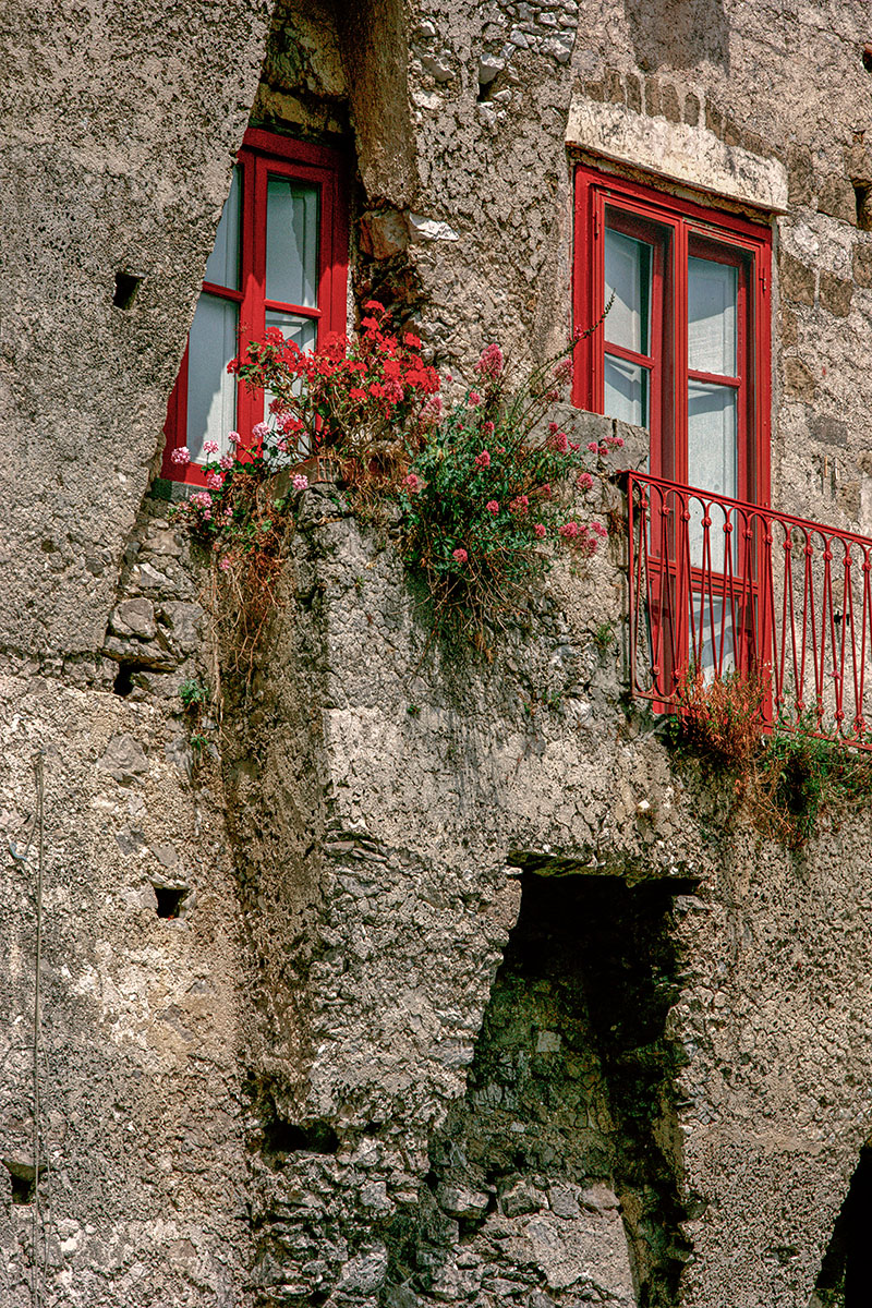 Red-Windows-Amalfi-Coast