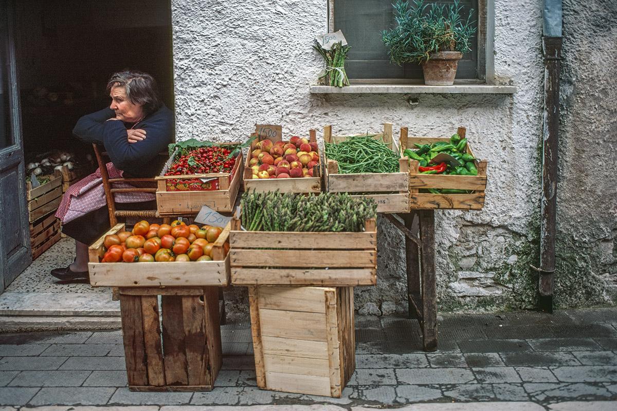 Vegtable-Stand-Lacadonia